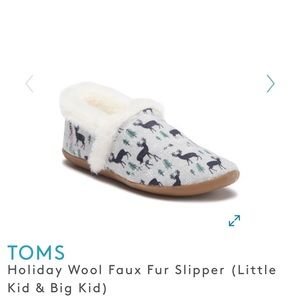 TOMS Little Kids Holiday Slippers